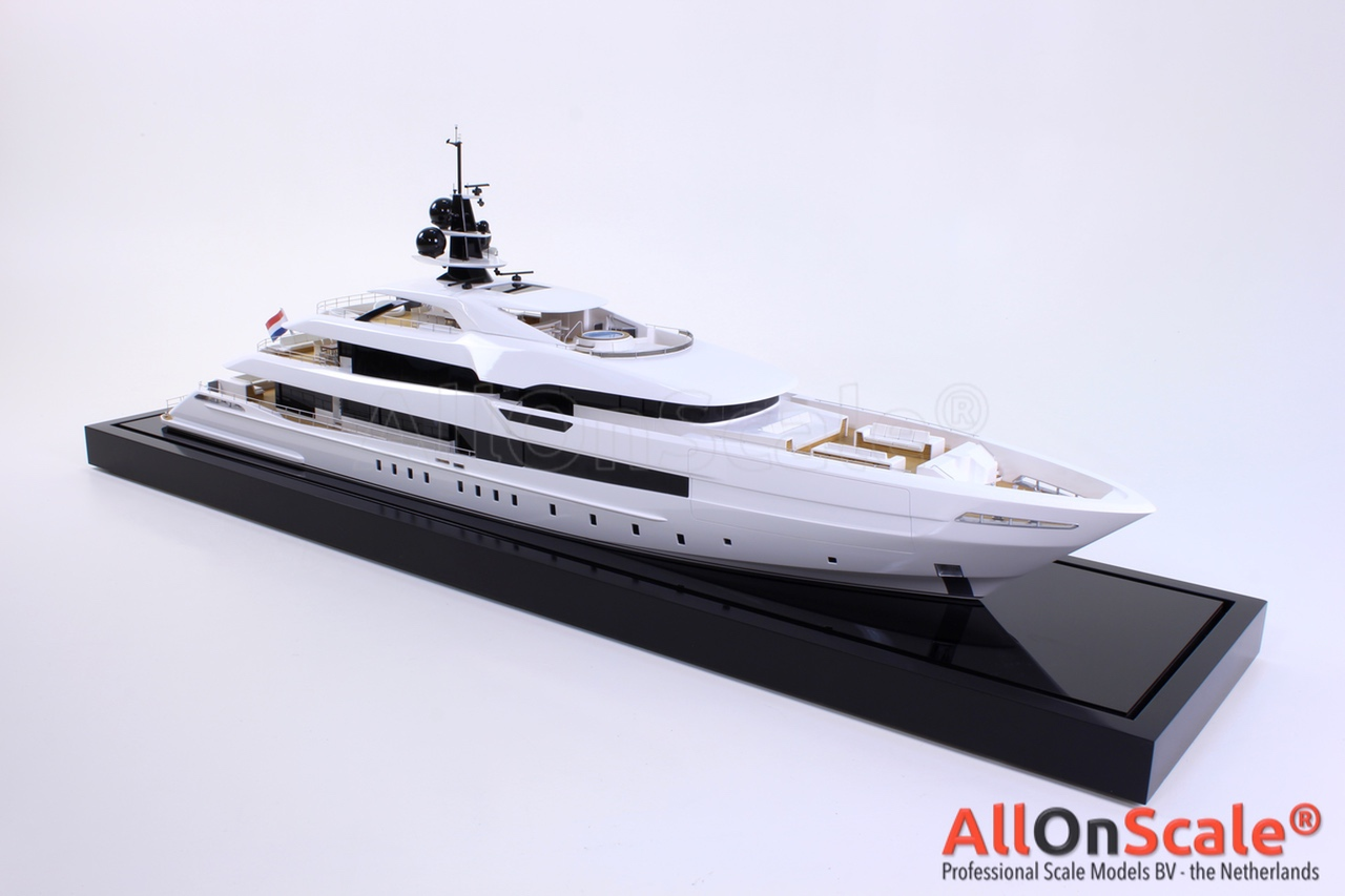 Heesen Yacht 1:50 – Professional Scale Models BV