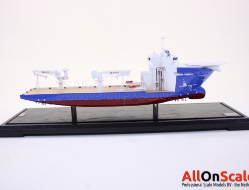 HuHes NorthSeaGiant 1:200 with cut-out section to show catalytic converters